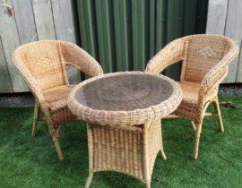Rieten tafel met stoelen (1)
